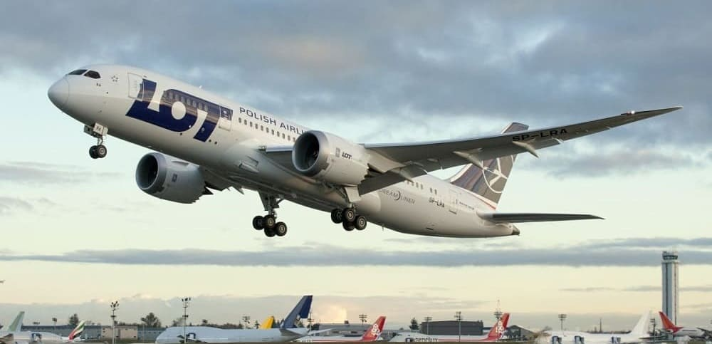 Самолет авиакомпании LOT Polish Airlines