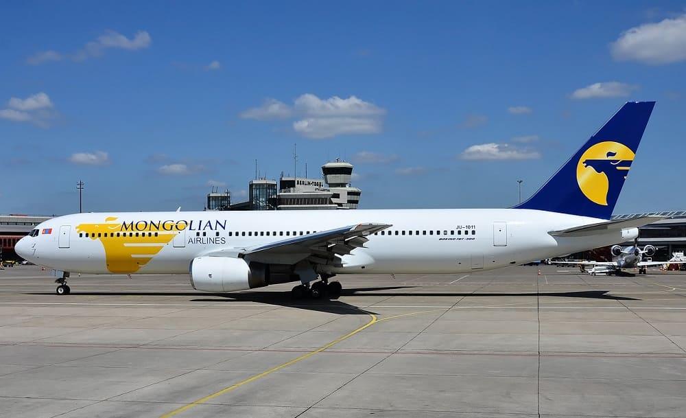 Самолет авиакомпании MIAT Mongolian Airlines